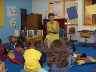corien oranje tijdens de kinderboekenweek jakarta 2008